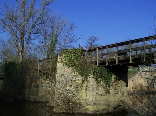 Le Pont-Barr et la Croix du Souvenir Venden