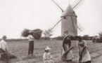 Un moulin venden a dmnage : le moulin du film  Vent de Galerne  est aujourd'hui au Puy du Fou. 