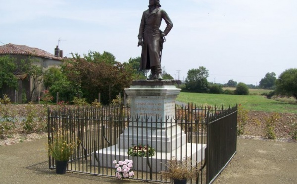 La statue de La Rochejaquelein ré-inaugurée