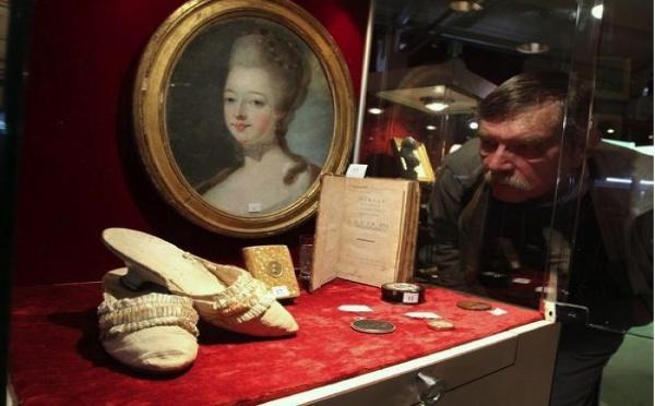 Les souliers de Marie-Antoinette vendus aux enchères à Toulon